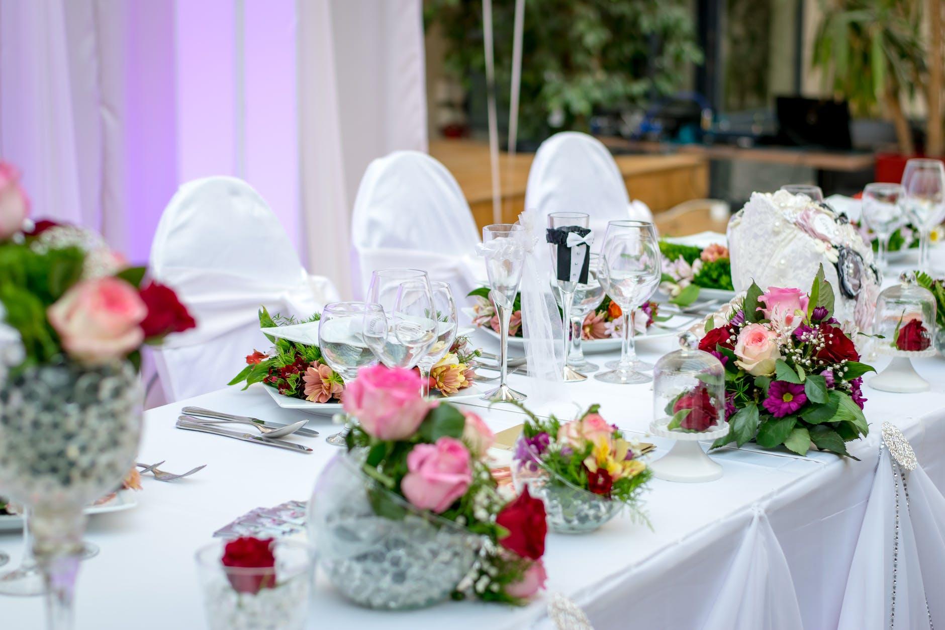 servis catering serta meja beradab
